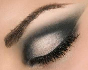 Maquillaje vestido negro con plata