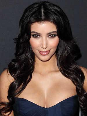 Da un efecto lindísimo que enmarca el rostro. Definitivamente, esta forma de llevar el pelo es la firma de Kim Kardashian.