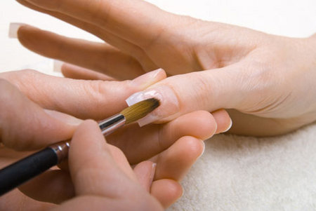 C mo poner las u as acr licas en casa web de la belleza for Acrylic nails salon prices