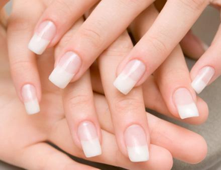 Cómo poner las uñas acrílicas en casa | Web de la Belleza