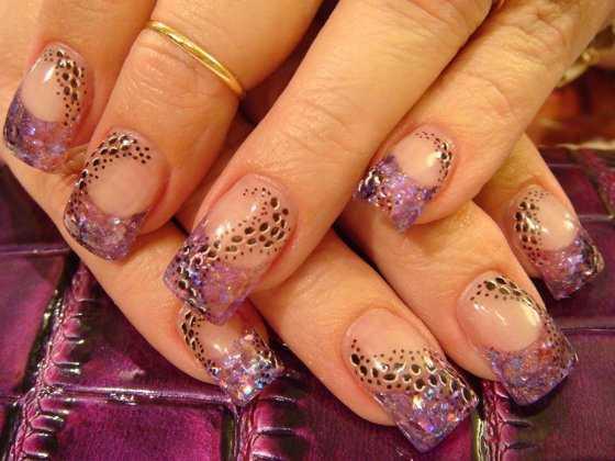 Uñas de lujo: Hermosos diseños de uñas acrílicas con pedrería
