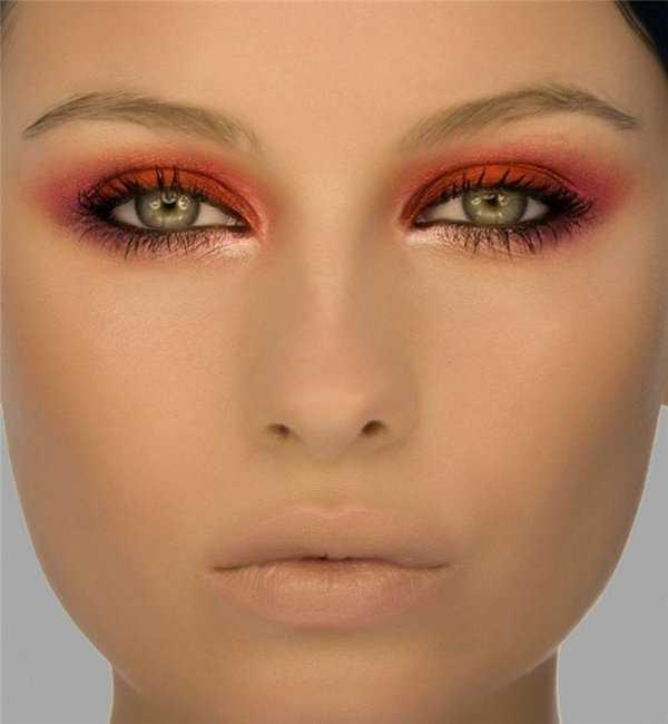 Maquillaje de noche para un vestido color coral