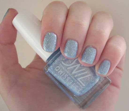 va a quedar este color en tus uñas. ¡Toma nota que está de moda