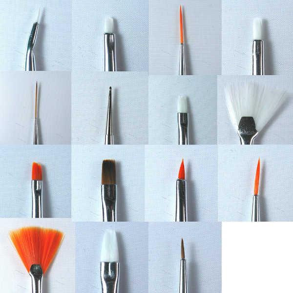 Pinceles de todos los tamaños para el diseño de uñas