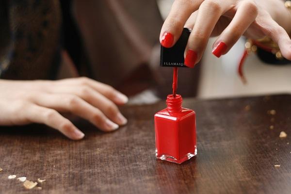 Consigue uñas perfectas en la comodidad de tu casa, con estos cinco elementos básicos para tener una manicure con acabado profesional