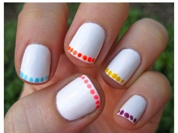 Ideas de manicure con fondo blanco an mate web de la belleza for Simple nail art designs to do at home